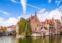 Visit Bruges during the weekend